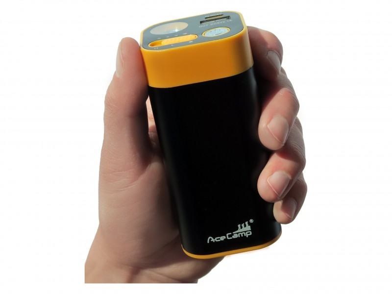 фото Внешний аккумулятор с грелкой для рук 3-в-1 AceCamp на 8800 мАч